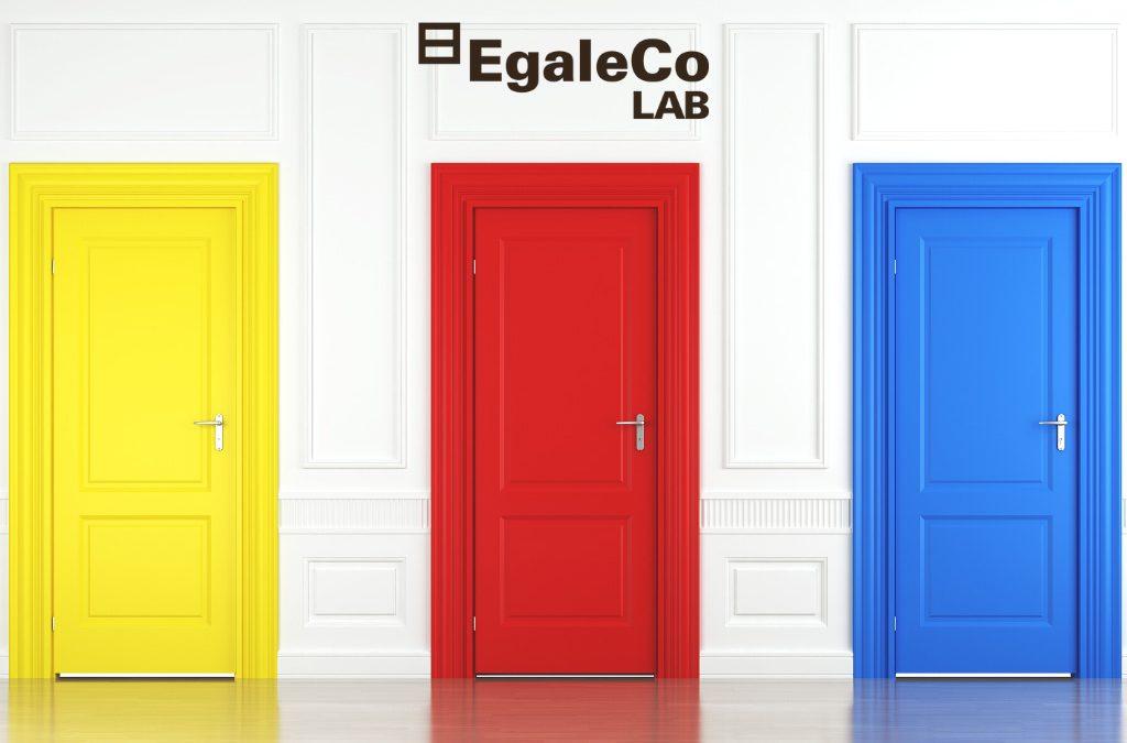 egaleco lab imagen de puertas de colores simulando opciones